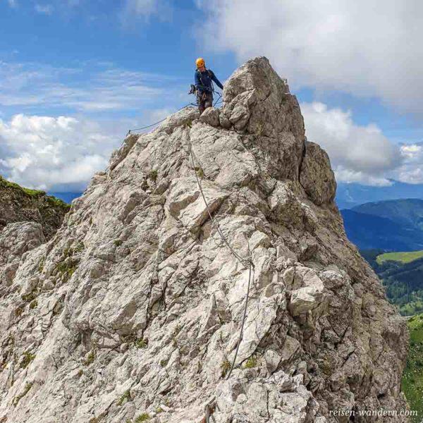 Abstiegsweg vom Anna Klettersteig mit Seilsicherungen