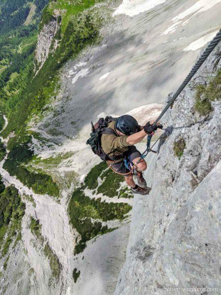 Kletterer am Klettersteig Anna an Außengrat