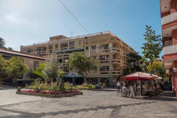 Kleiner Platz mit Cafes in Puerto de la Cruz