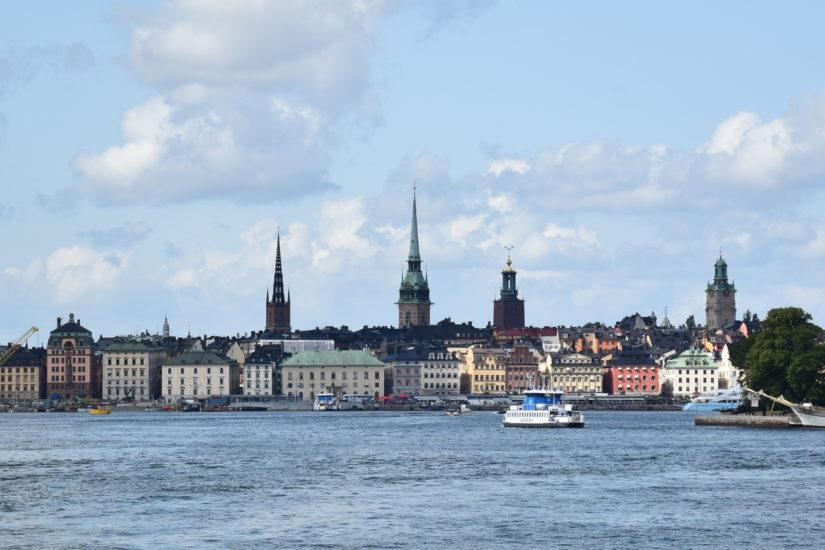 Die Skyline Stockholms vom Meer aus