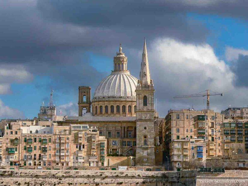 Panoramaansicht von Valletta mit Dom