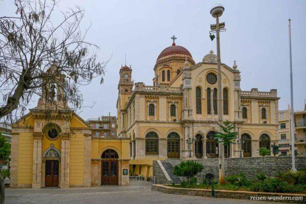 Außenansicht der Saint Minas Kathedrale