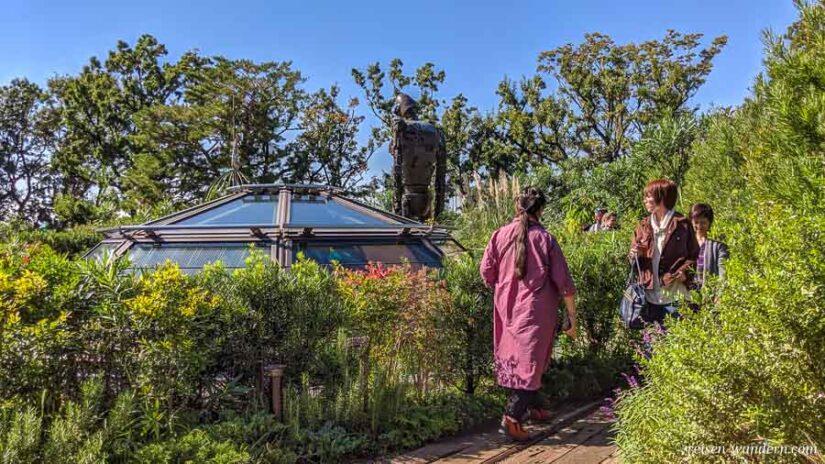 Dachgarten beim Ghibli Museum mit Roboter
