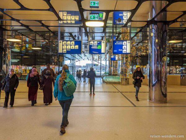 Ankunfsthalle des Central Amsterdam