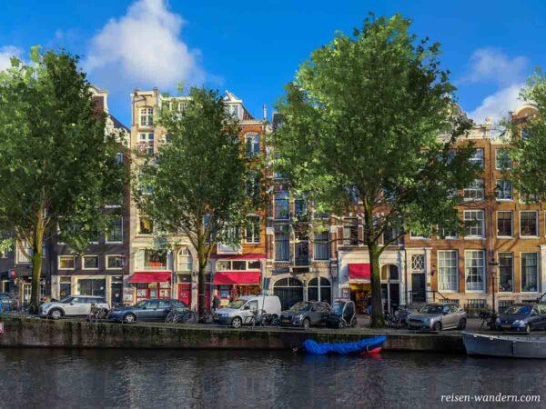 Häuserfront in Amsterdam an einer Gracht