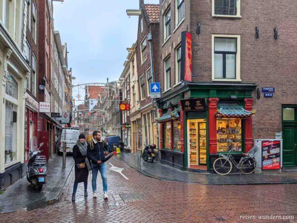 Straße in Chinatown in Amsterdam