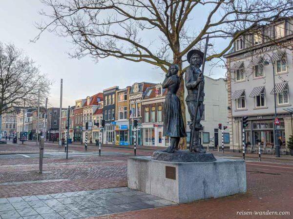 Denkmal beim Bahnhof in Haarlem