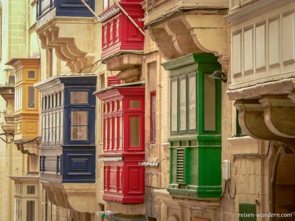 Bunte Balkone in Valletta