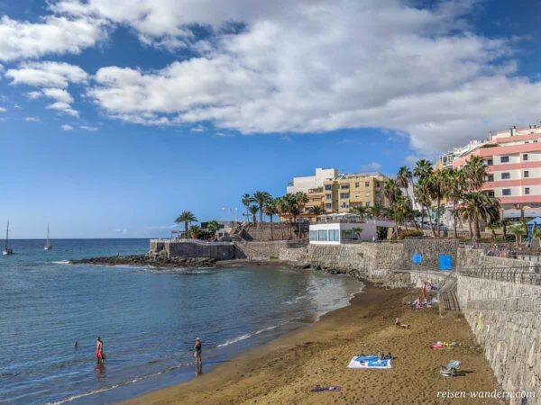 Strandabschnitt im Ort Arguineguin auf Gran Canaria
