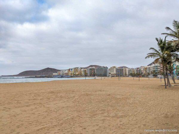 Leerer Strandabschnitt beim Playa de las Canteras in Las Palmas