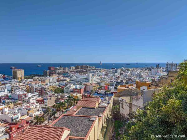 Blick über die Dächer von Las Palmas auf Gran Canaria