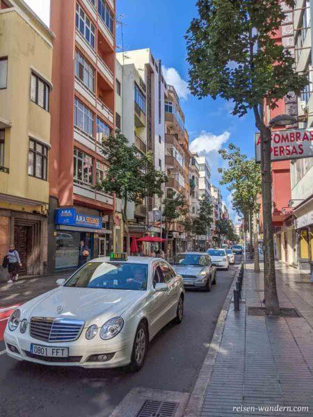 Straße mit Taxis in Las Palmas