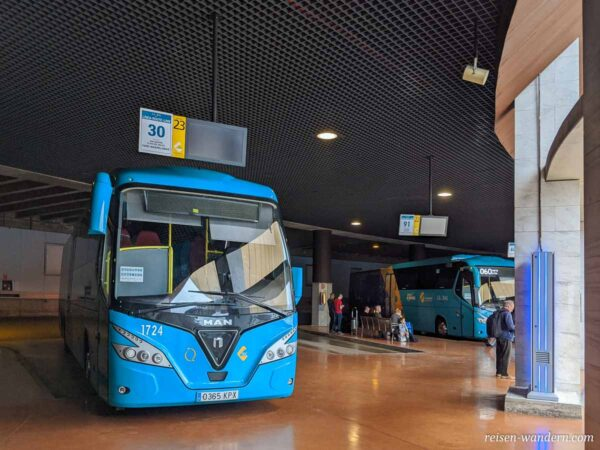 Bus im Busbahnhof Santa Catalina in Las Palmas