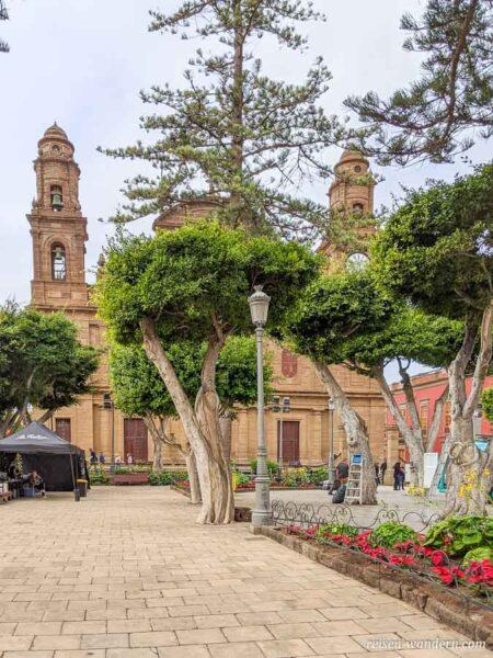 Außenansicht der Kirche Parroquia de Santiago Apostol in Galdar