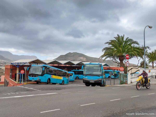 Busbahnhof von Galdar mit Bussen