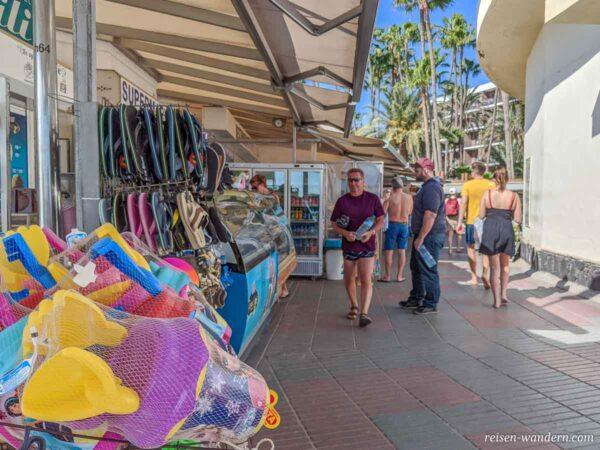 Shoppingpassage in Maspalomas mit kleinen Geschäften