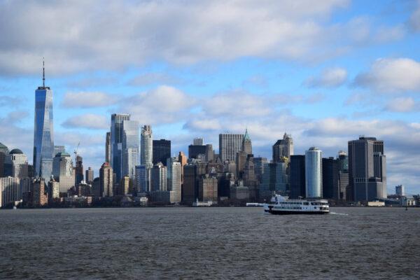 Die Skyline New Yorks von Liberty Island aus gesehen