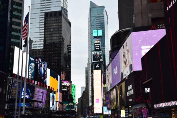 Der Times Square mit seinen bunten Reklamen
