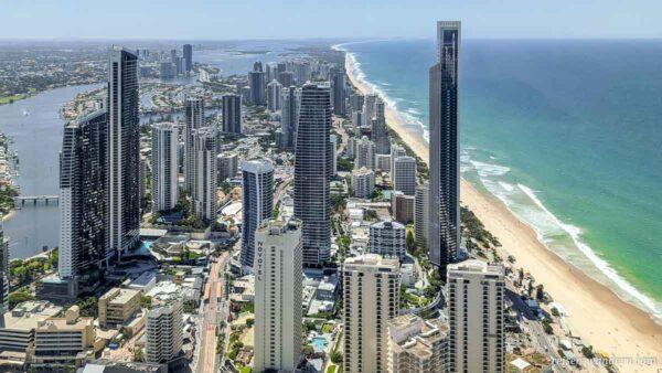 Blick in den Norden der Gold Coast vom Skypoint mit Wolkenkratzer