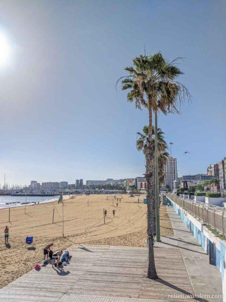 Blick auf den Strand Playa de Las Alcaravaneras