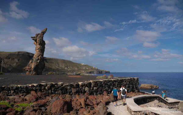 Steinfrau aus Lava am Aussichtspunkt bei Tinocas