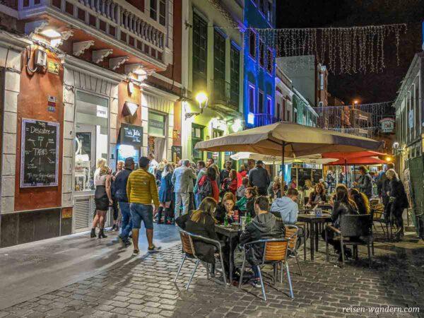 Tapas Street auf der Calle Mendizabal in der Altstadt von Las Pa