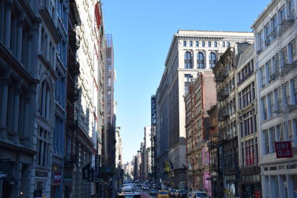 Eine Häuserschlucht in New York