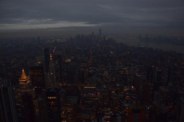 Der Blick vom Empire State Building bei Nacht