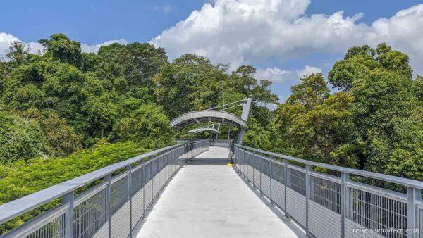 Skywalk zum Fort Siloso auf Sentosa