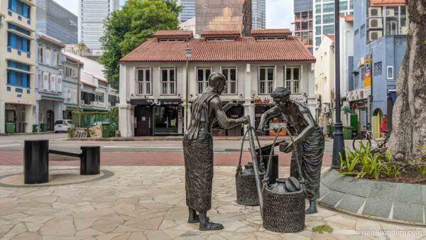 Statuen im Telok Ayer Green Park in Chinatown in Singapur