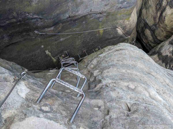 Übertritt in Felswand der Häntzschelstiege