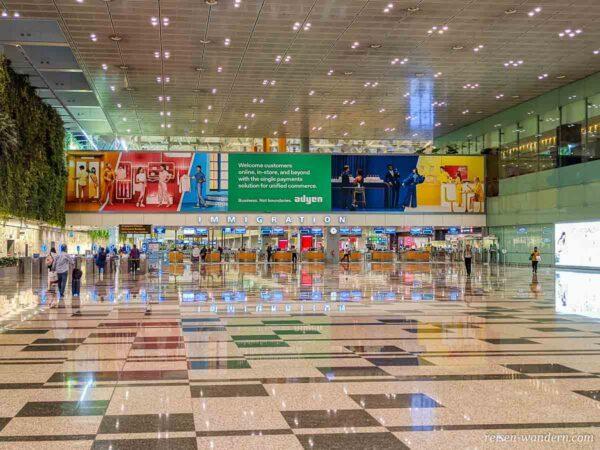 Einreisebereich im Changi Airport in Singapur