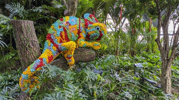 Chamäleon aus Blumen im Canopy Park
