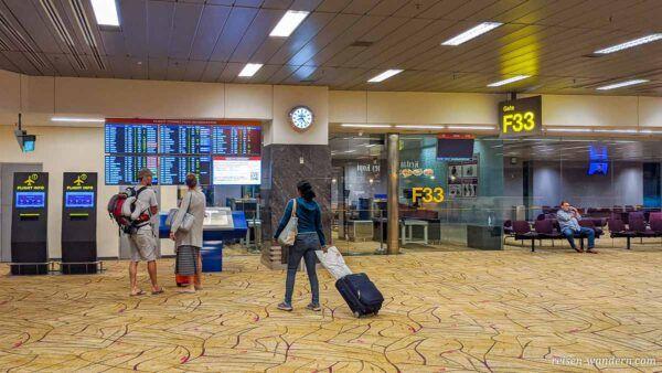 Gate im Flughafen Singapur
