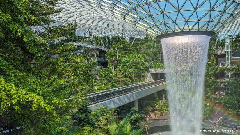 Wasserfall HSBC Rain Vortex mit Shiseido Forest Valley