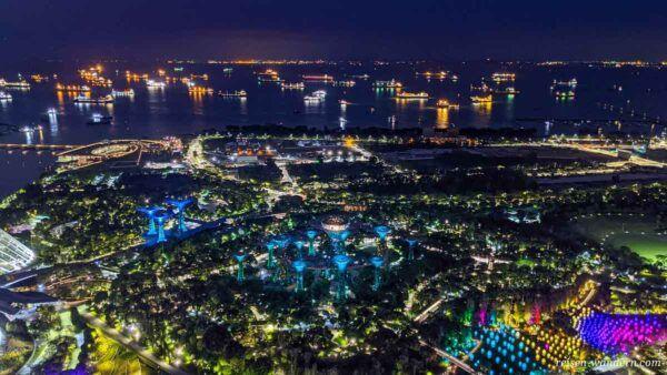 Blick auf Gardens by the Bay von Aussichtsplattform