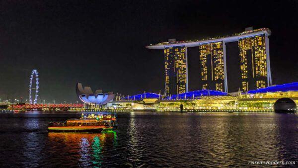 Marina Bay Sands und Singapur Flyer am Abend