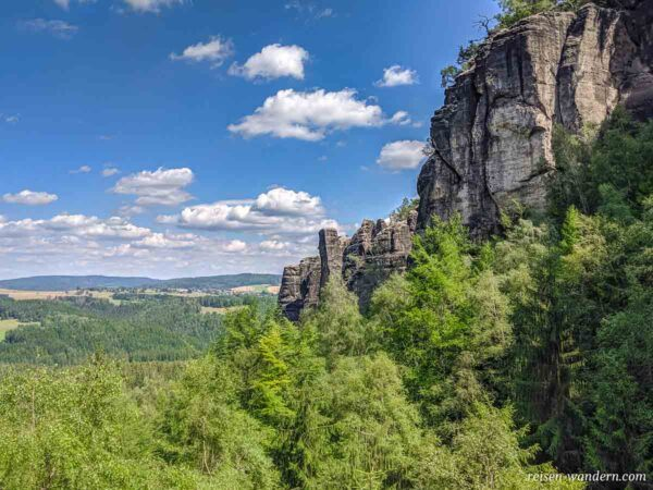Felswände in der Sächsischen Schweiz bei den Affensteinen