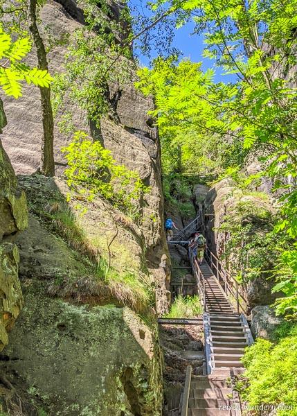 Start der Leitern im unteren Bereich der Heiligen Stiege.