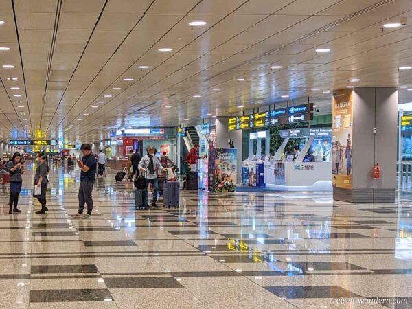 Touristinfo und Wechselstuben am Flughafen Singapur