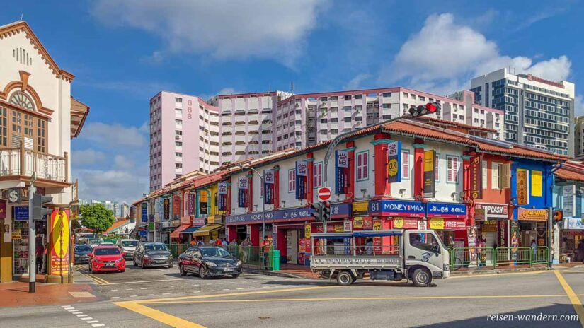 Häuserfassade von bunten Häusern in Singapur