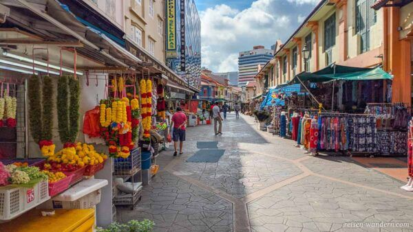 Straße mit Verkaufsständen in Little India in Singapur