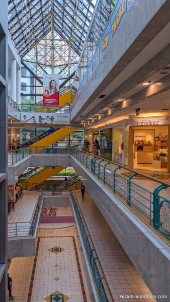 Blick in das Shoppingcenter Forum The Shopping Mall