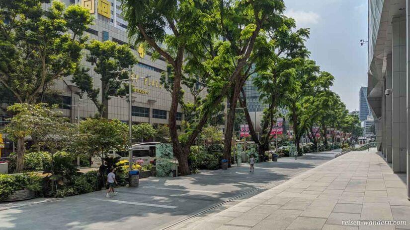 Straßenansicht der Orchard Road mit Kaufhäusern