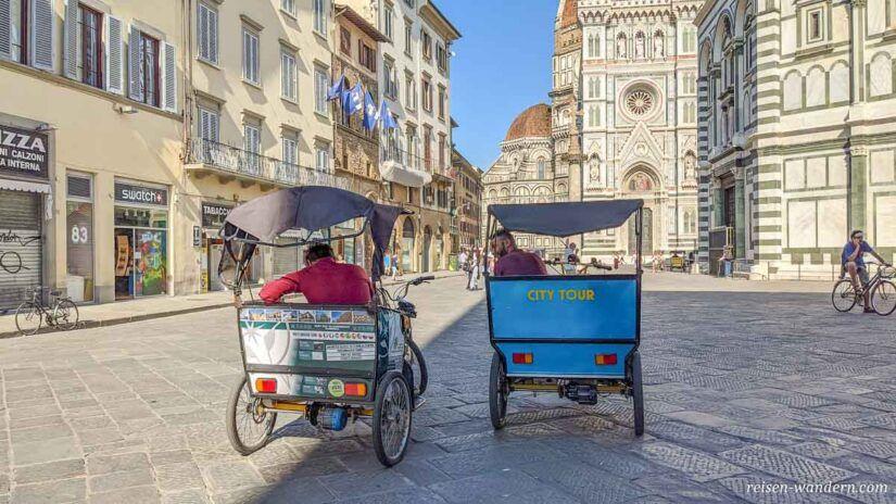 City Tour Fahrzeuge bei der Kathedrale von Florenz