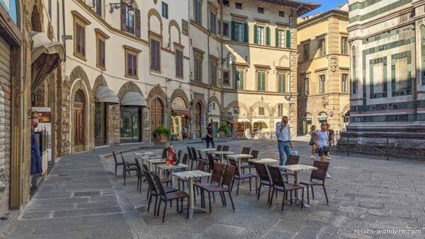 Cafe am Rand der Kathedrale von Florenz