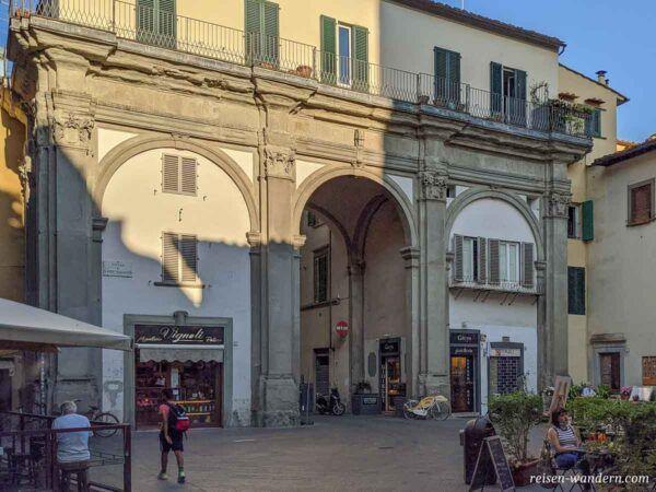 Altes Tor mitten in Florenz
