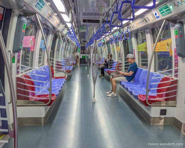 Leere U-Bahn in Singapur