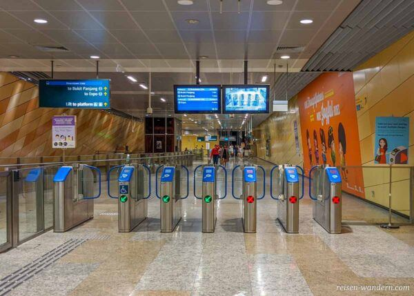 Zugangsbereich zur Metro in Singapur
