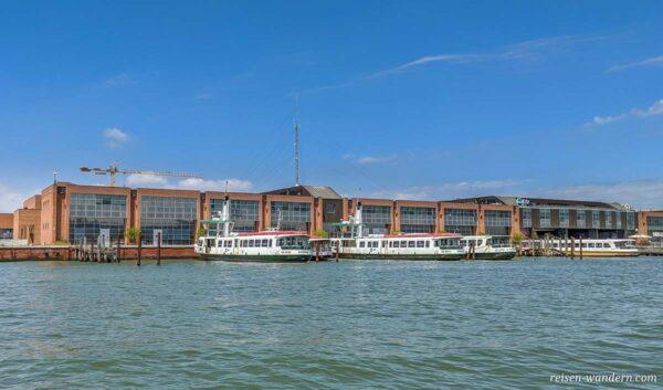Fähren beim Parkhaus Tronchetto